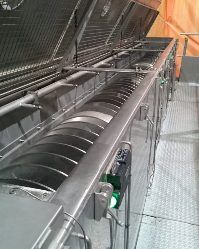 electrically heated screw conveyor for bulks and powders